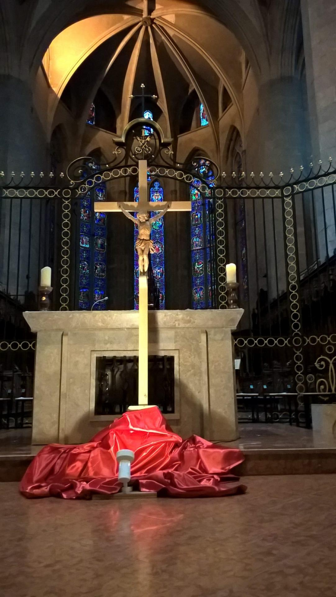 Croix cathedrale saint claude vendredi saint 2