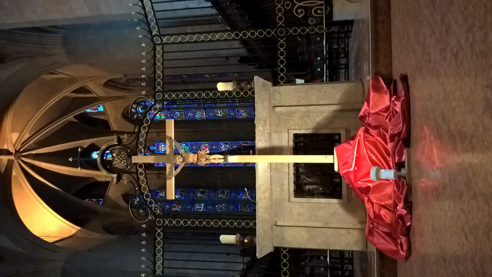 Croix cathedrale saint claude vendredi saint